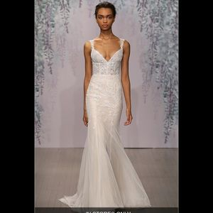 Monique Lhuillier dulce v-neck tulle wedding gown